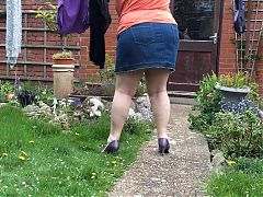 Cindy Takes In The Washing Neighbours In their Garden